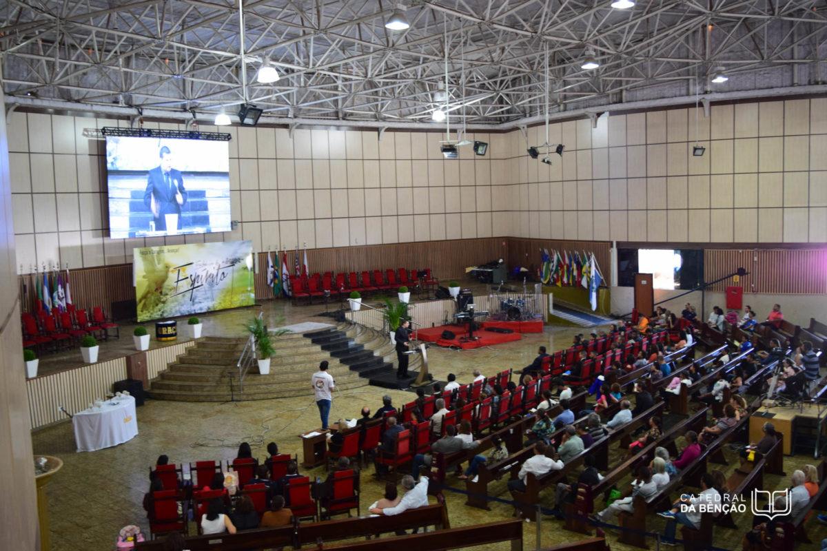 Junior Brunelli Parabeniza todas as Pastoras da Catedral da Bênção, pelos relevantes serviços prestados a comunidade evangélica de Brasília, em especial a Ilustríssima Senhora LUIZA BRITA VIMARÃES
