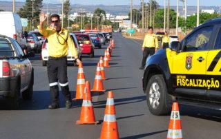 Junior Brunelli solicita, que realize uma Campanha sobre motoristas que ocupam a faixa da esquerda Junior Brunelli